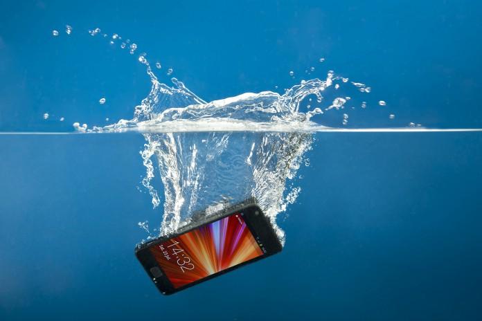 mobitel u vodi